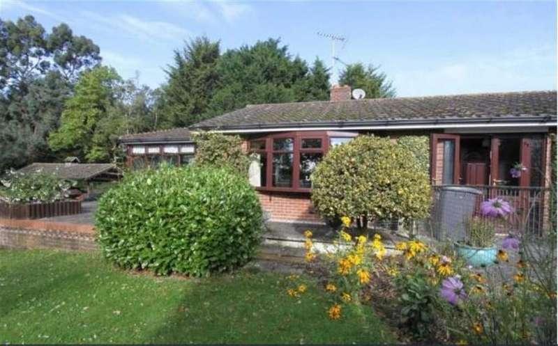 4 Bedrooms Detached Bungalow for sale in Dowsett Lane, Ramsden Heath
