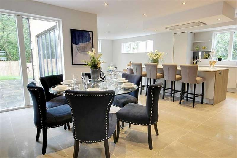 5 Bedrooms Detached House for rent in Royal Gate, Kingsmead, Cuffley, Hertfordshire