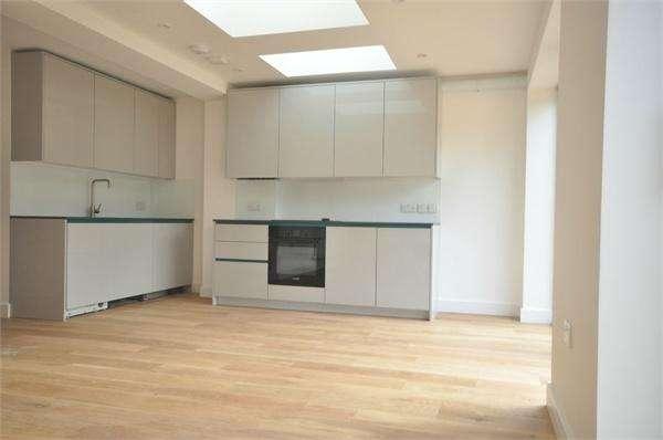 2 Bedrooms Flat for sale in Campbell Road, WEYBRIDGE, Surrey