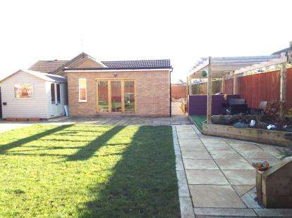 4 Bedrooms Bungalow for sale in Bowker Way, Whittlesey, Peterborough