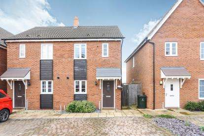 2 Bedrooms Semi Detached House for sale in Bracken Way, Malvern, Worcestershire