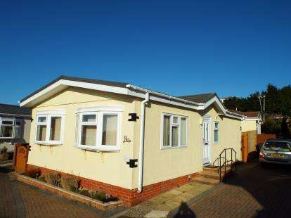 2 Bedrooms Bungalow for sale in Ringswell Park, Exeter, Devon