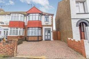 3 Bedrooms End Of Terrace House for sale in Grange Road, Gillingham, Kent, .