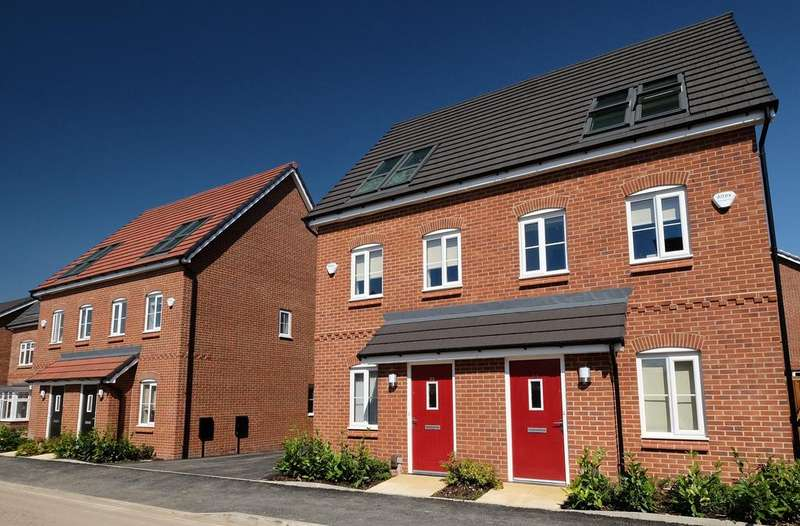 3 Bedrooms Semi Detached House for rent in Rose Street, Chadderton, Oldham OL9