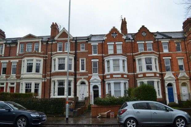 3 Bedrooms Flat for sale in East Park Parade, Kingsley, Northampton NN1 4LB