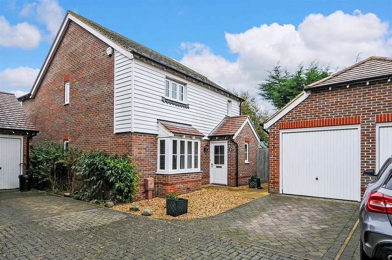4 Bedrooms Detached House for sale in Drovers Way, Barnham