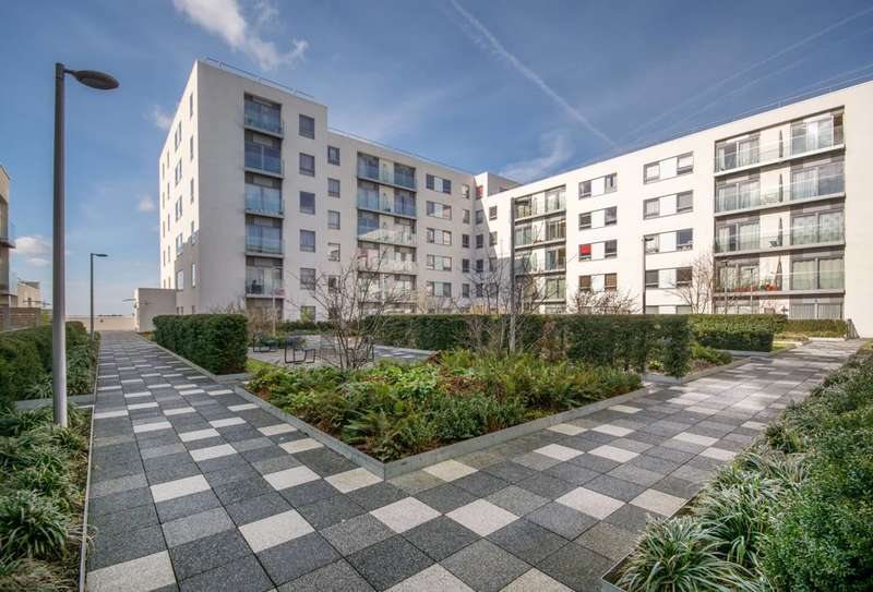2 Bedrooms Flat for sale in Derry Court, Streatham High Road, Streatham, SW16