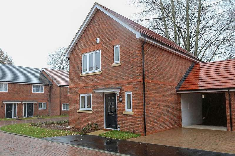 3 Bedrooms Link Detached House for sale in Springwood Close, Bunces Lane, Burghfield Common, Reading, Berkshire, RG7 3DG