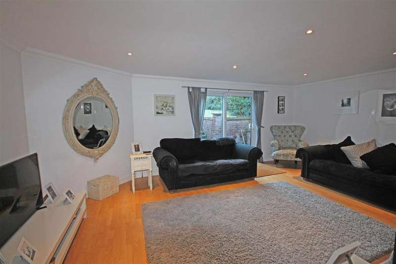 3 Bedrooms Semi Detached Bungalow for sale in Greenfield Crescent, Patcham, Brighton