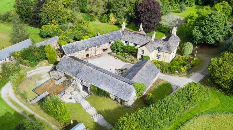 8 Bedrooms Farm House Character Property for sale in Rumleigh, Bere Peninsula