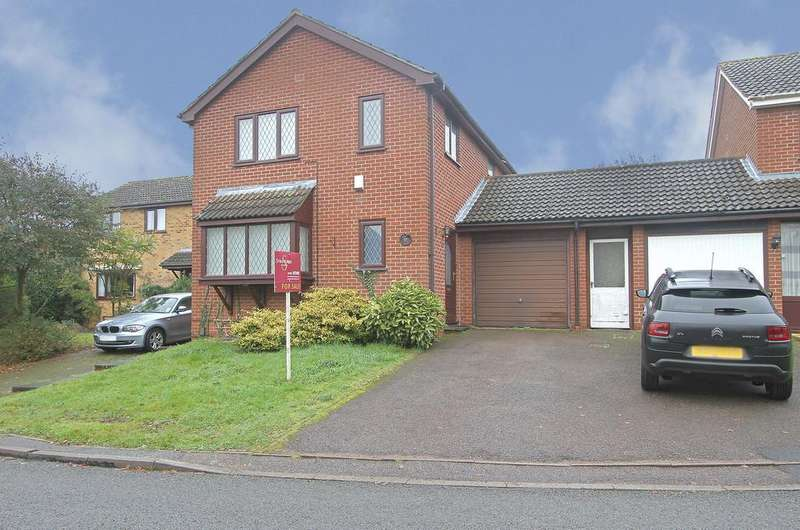4 Bedrooms Detached House for sale in Blakeney Close, Norwich