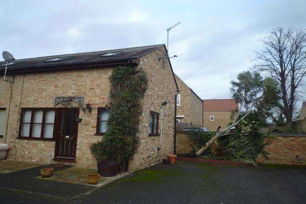 2 Bedrooms End Of Terrace House for sale in High Street, Chatteris, PE16