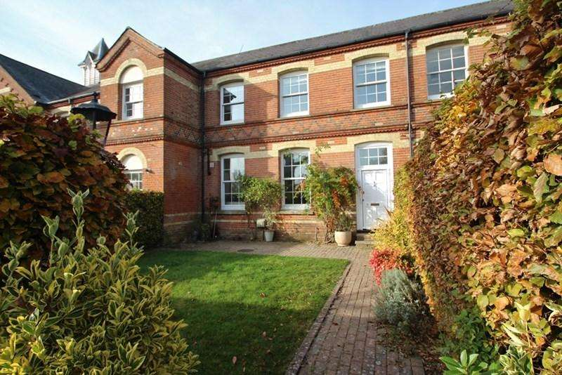2 Bedrooms Terraced House for rent in Pouchlands Drive, South Chailey, LEWES