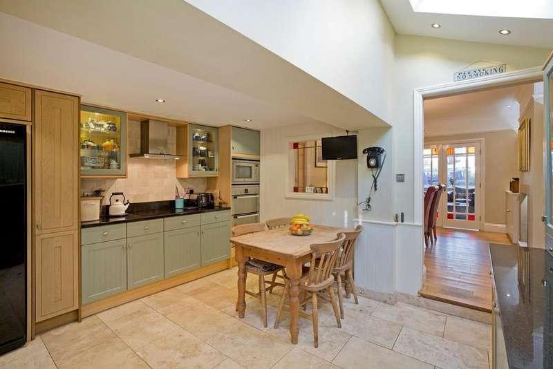 3 Bedrooms Terraced House for sale in Beech Grove, Knaresborough