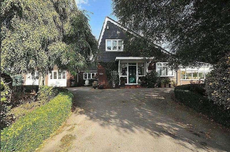 4 Bedrooms Detached House for sale in Brereton Lane, Holmes Chapel