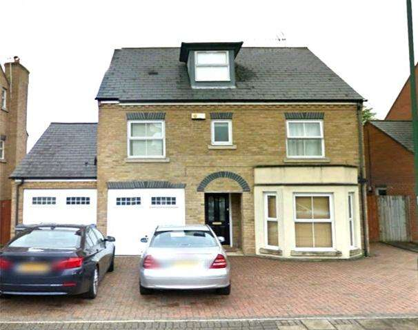 4 Bedrooms Detached House for sale in Compton Avenue, Wembley