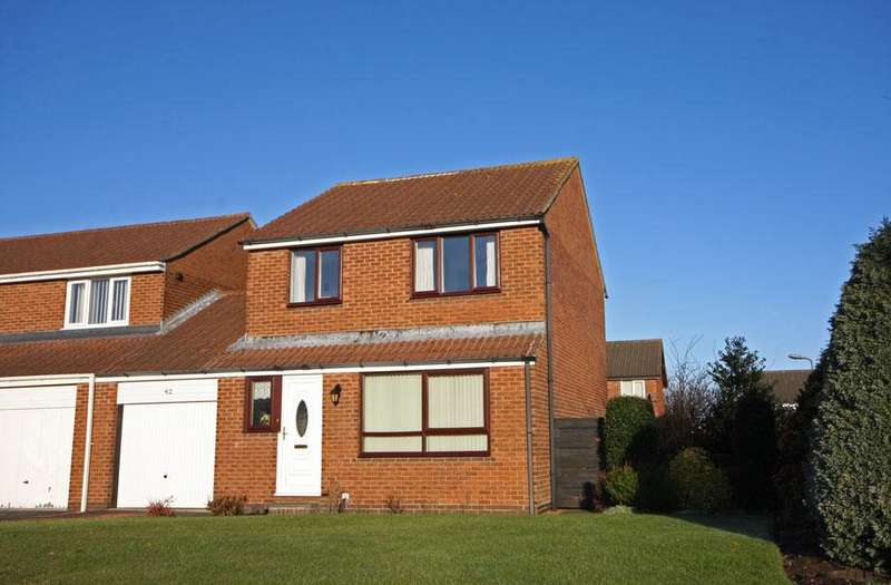 3 Bedrooms Link Detached House for sale in Bradley Close, Ouston, Chester-le-Street, Co.Durham, DH2 1TH