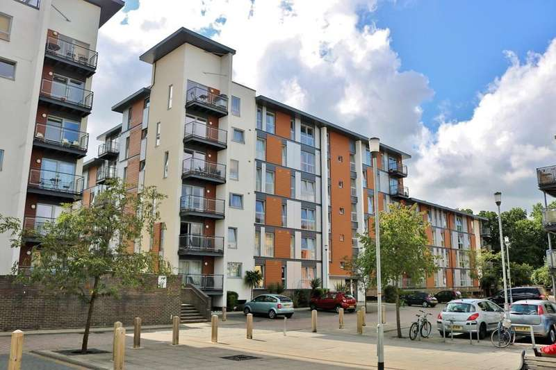 2 Bedrooms Apartment Flat for sale in JUST 0.5 MILES TO CRAWLEY TOWN CENTRE!
