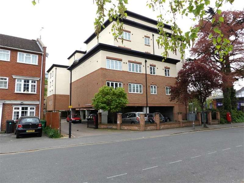 3 Bedrooms Flat for sale in Bath Road, Slough, Berkshire