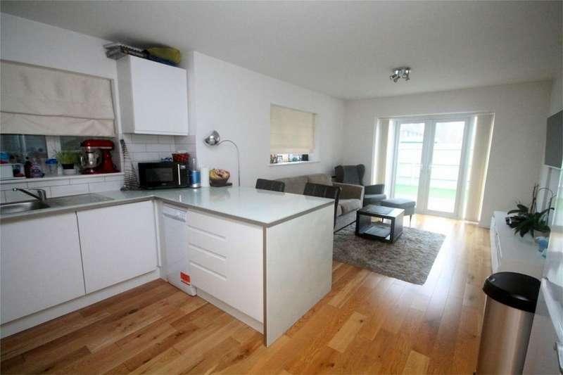 1 Bedroom Flat for sale in Furzecroft, Percy Avenue, Ashford, Surrey