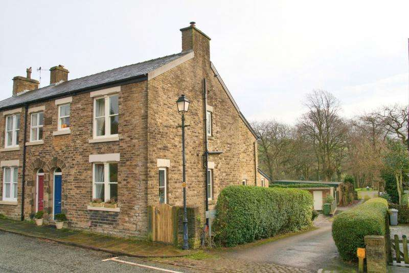 4 Bedrooms Semi Detached House for sale in Bollington, Macclesfield, SK10