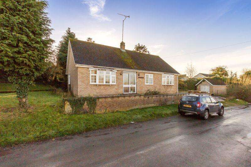 3 Bedrooms Detached Bungalow for sale in Green Lane, North Leigh