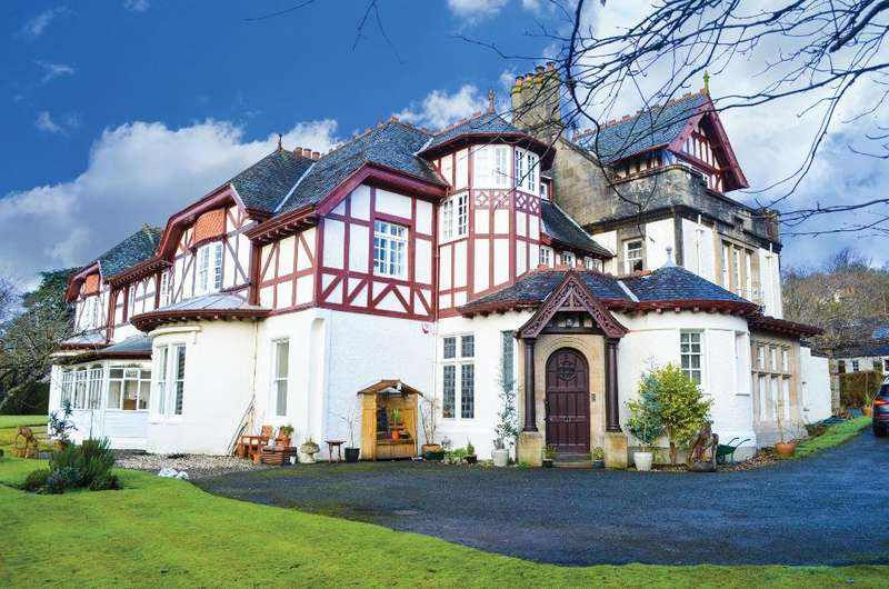 2 Bedrooms Flat for sale in Torwoodhill Road, Flat 1, Rhu, Argyll Bute, G84 8LF