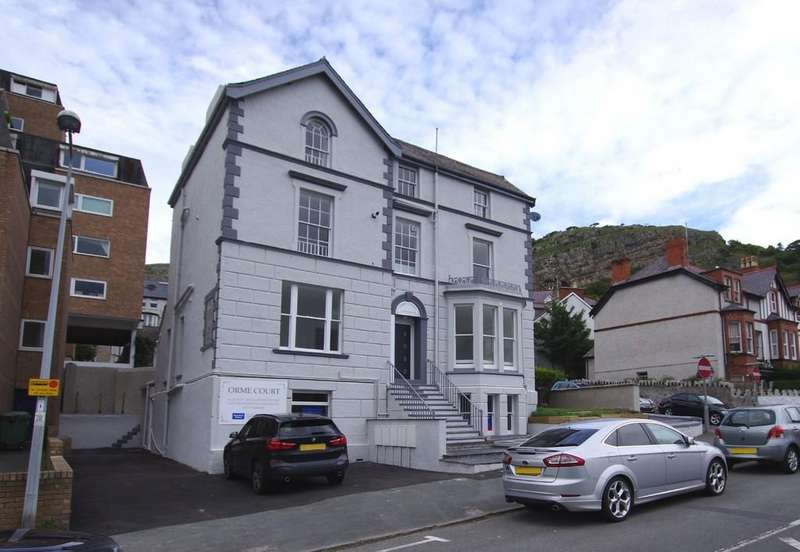 2 Bedrooms Penthouse Flat for sale in Abbey Road, Llandudno