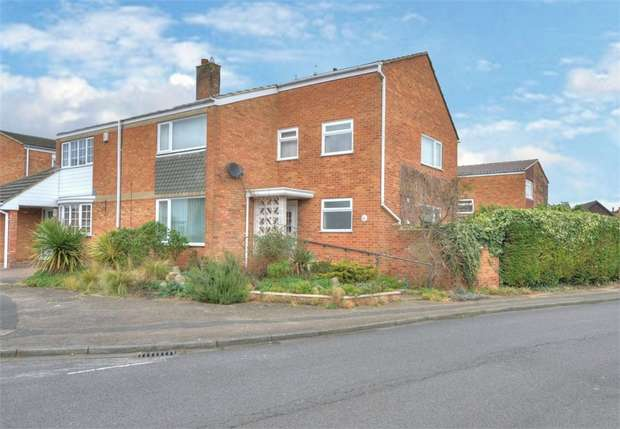4 Bedrooms Semi Detached House for sale in Russell Drive, Ampthill, Bedford
