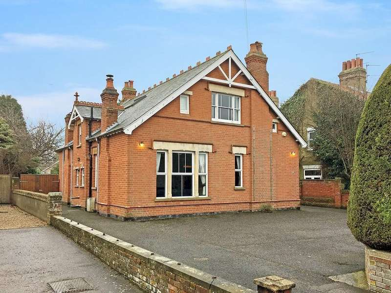 4 Bedrooms Detached House for sale in Beccles Road, South Oulton Broad, Lowestoft