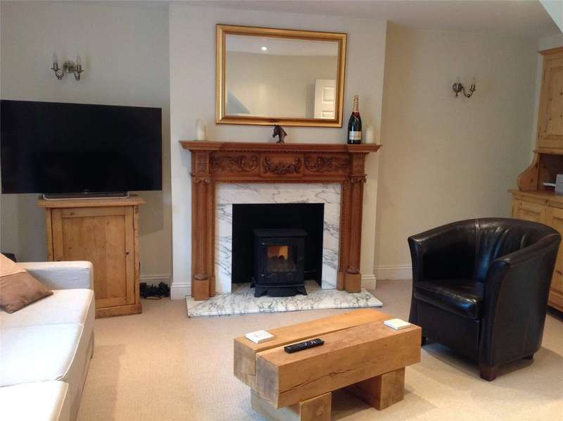 2 Bedrooms Flat for rent in Above Laurie Leigh, Church Street, Cheltenham, Gloucestershire, GL54