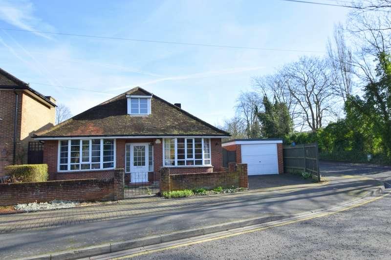 3 Bedrooms Detached Bungalow for sale in Vansittart Road, Windsor, SL4