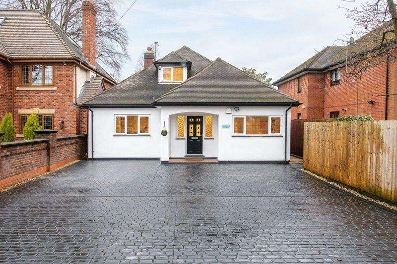 4 Bedrooms Detached Bungalow for sale in Walsall Road, Four Oaks, Sutton Coldfield