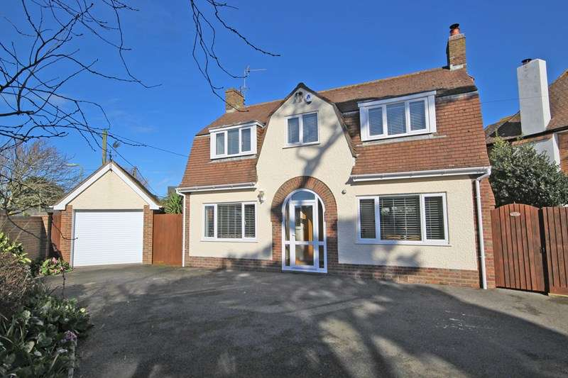 3 Bedrooms Detached House for sale in Naish Road, Barton On Sea, New Milton