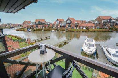 4 Bedrooms Terraced House for sale in Bridge Walk, Burton Waters, Lincoln, Lincolnshire