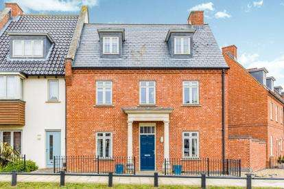 4 Bedrooms Semi Detached House for sale in Scribers Drive, Upton, Northampton, Northamptonshire