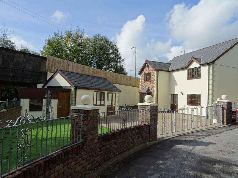 4 Bedrooms Detached House for sale in Abergarw Drive, Brynmenyn, Bridgend, CF32 9LH