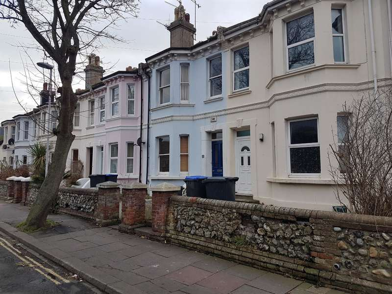 5 Bedrooms House Share for rent in Ashdown Road, Worthing, West Sussex, BN11 1DF