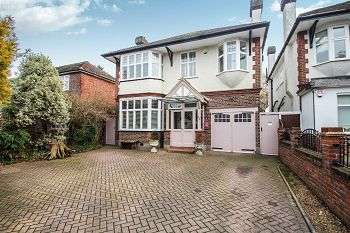 4 Bedrooms Detached House for sale in Grove Park Road, Mottingham, London, SE9 4NS