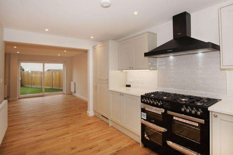 4 Bedrooms Detached House for sale in Wotton Road, Charfield, Wotton-Under-Edge