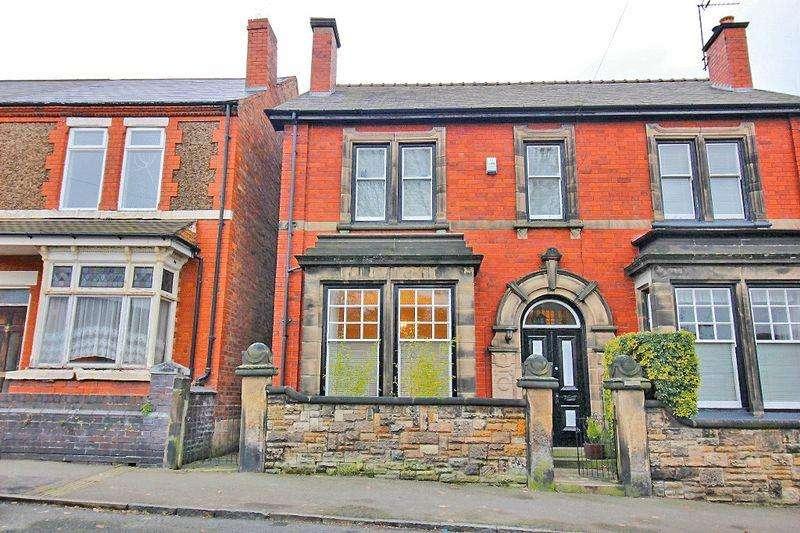 4 Bedrooms Semi Detached House for sale in Longcroft Avenue, Wednesbury