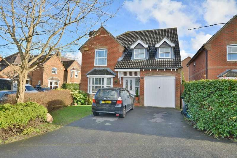 4 Bedrooms Detached House for sale in St Cleeve Way, Ferndown