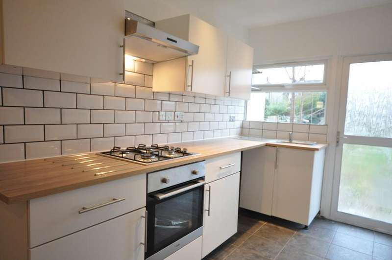 3 Bedrooms Terraced House for sale in Third Avenue, Dagenham