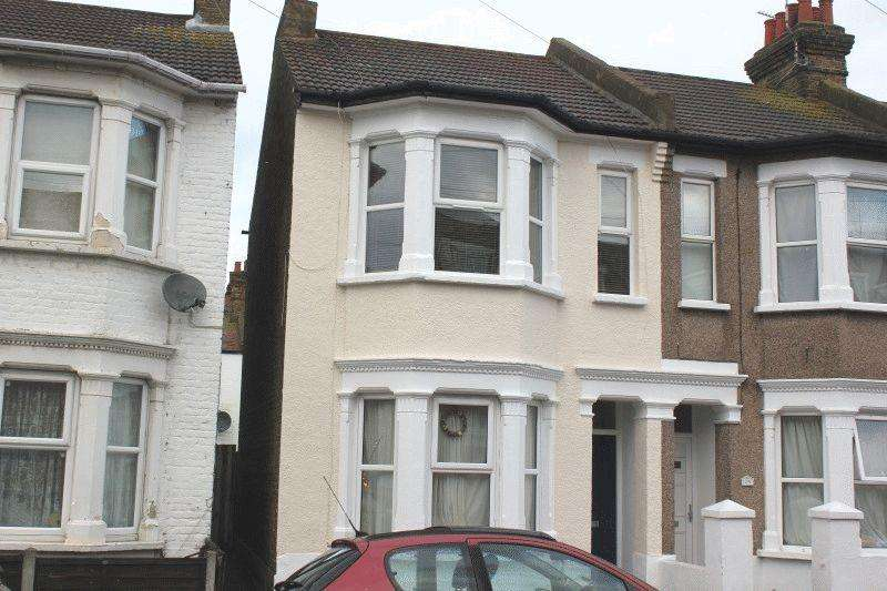 2 Bedrooms Flat for sale in Burnaby Road, Southend-On-Sea