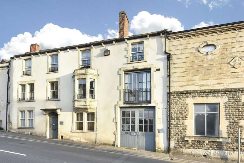 2 Bedrooms Penthouse Flat for sale in North Parade, Frome