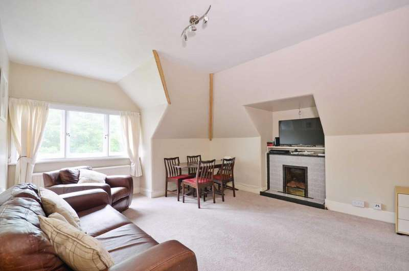 2 Bedrooms Flat for sale in Langley Road, Watford, Hertfordshire, WD17