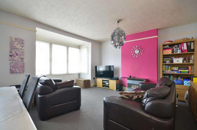 2 Bedrooms Maisonette Flat for sale in Durban Road West, Watford, Hertfordshire, WD18