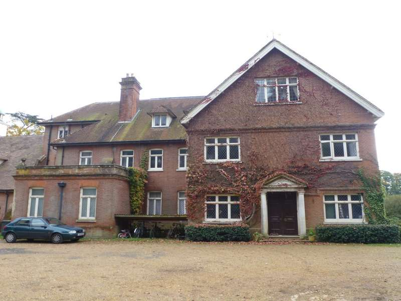 2 Bedrooms Flat for rent in East Flat, Druids Lodge House SP3