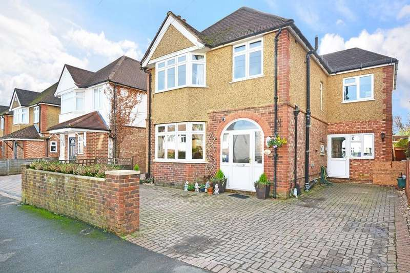 5 Bedrooms Detached House for sale in Byrefield Road, Guildford