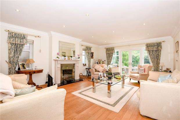 5 Bedrooms Detached House for sale in Northcroft Close, Englefield Green, Egham
